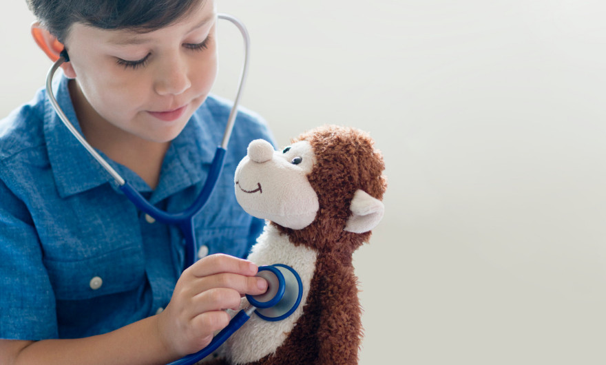 Wat is het nut van rollenspel? En hoe kun je rollenspellen stimuleren bij kinderen? In deze blog lees je hier alles over!