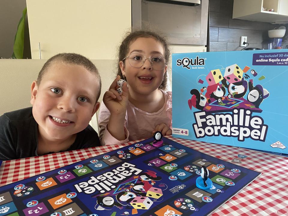 Voor kinderen in de basisschoolleeftijden is het woord Squla een bekend begrip. In deze review alles over het Squla Familiebordspel.