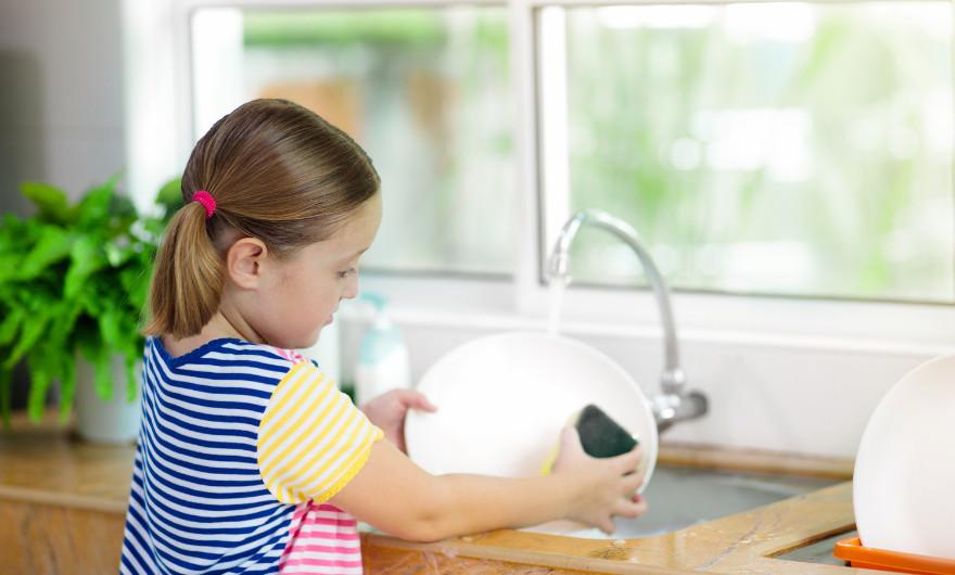 Merk je tijdens het douchen dat het water niet meer goed wegloopt? Of kun je de gootsteen in de keuken niet meer gebruiken? Lees door.
