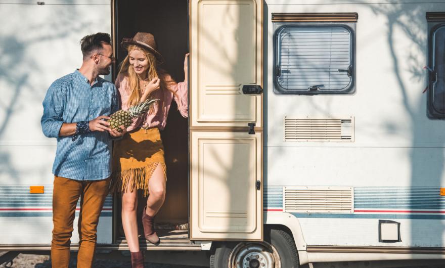 Ik heb echt de ideale tip voor je als je dit jaar zonder zorgen op vakantie wil. Huur een camper! In dit artikel lees je alle voordelen.