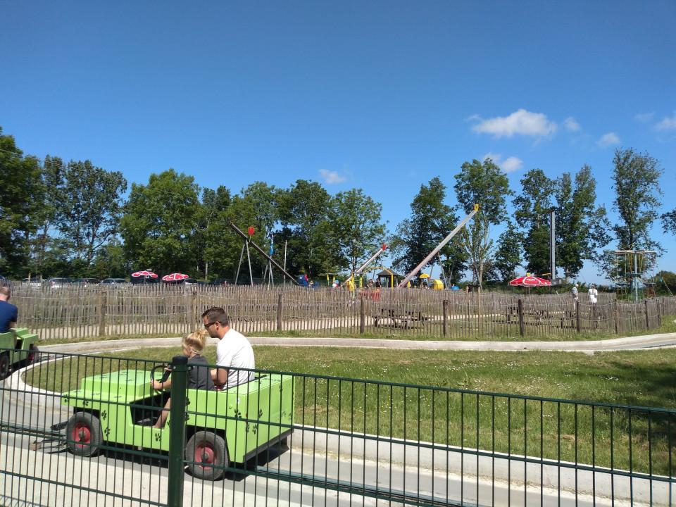 Sybrands Speelpark is een mooi speeltuinpretpark, inclusief toegang tot recreatiestrand aan het IJsselmeer, in Flevoland.