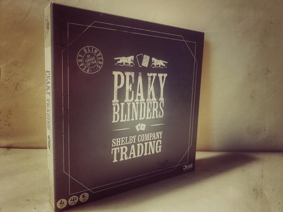 """Ben je fan van de serie """"Peaky Blinders.""""? Dan is er nu een bordspel dat je móet hebben: het Peaky Blinders bordspel voor 12 jaar en ouder."""