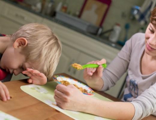 Ik had laatst contact met een moeder van een peuter die te weinig eet. Wat ze zei, klonk me herkenbaar in de oren. En daar zit nog een hoop 'oud zeer', merkte ik. Tijd voor een stukje over 'mijn kind wil niet eten'! Geen informatief stukje deze keer, maar een ervaringsverhaal. Een hart onder de riem ook, hoop ik, voor ouders van kinderen die niet willen eten.