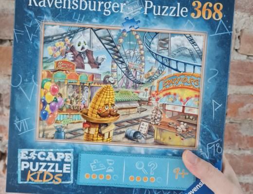 Een Escape puzzel combineert een escape game (dus raadsels) met een puzzel. Je maakt de puzzel en vervolgens de raadsels. Lees de review.
