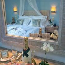apart 5 dimitris honeymoon detail 1 (Small)