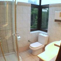 upstairs bathroom (Small)