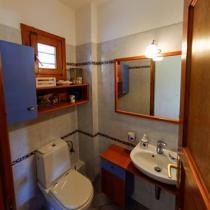 18-bathroom1 (Custom)