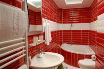 Pitho-Main-Bathroom (Custom)
