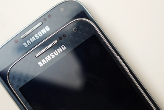 Dual-Mode LTE Galaxy S4 and S4 Mini