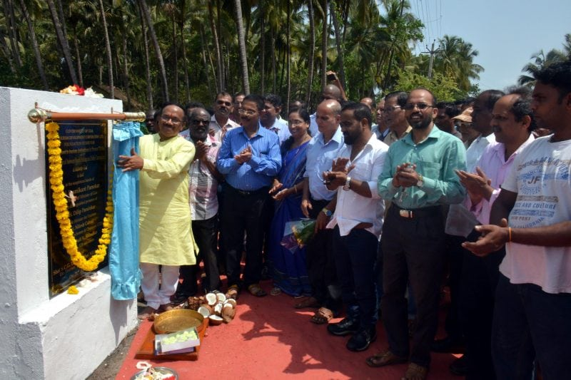 Hon'ble Chief  Minister Mr. Laxmikant Parsekar  laying the foundation stone for tourism  infrastructure development  works at Chopdem in the distinguished  presence of Hon'ble  Minister for Tourism, Mr. Dilip Parulekar.