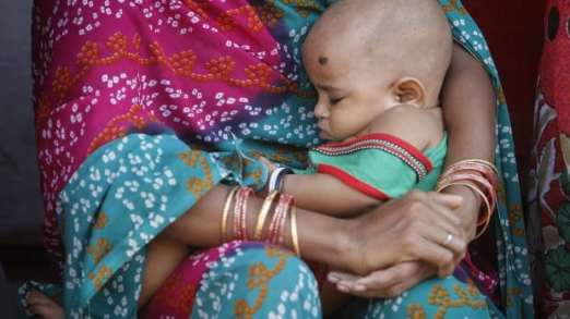 Woman 'gifts' 5-mth-old girl to a stranger