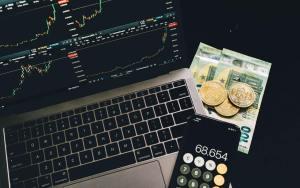 Bitcoin Crashes Down