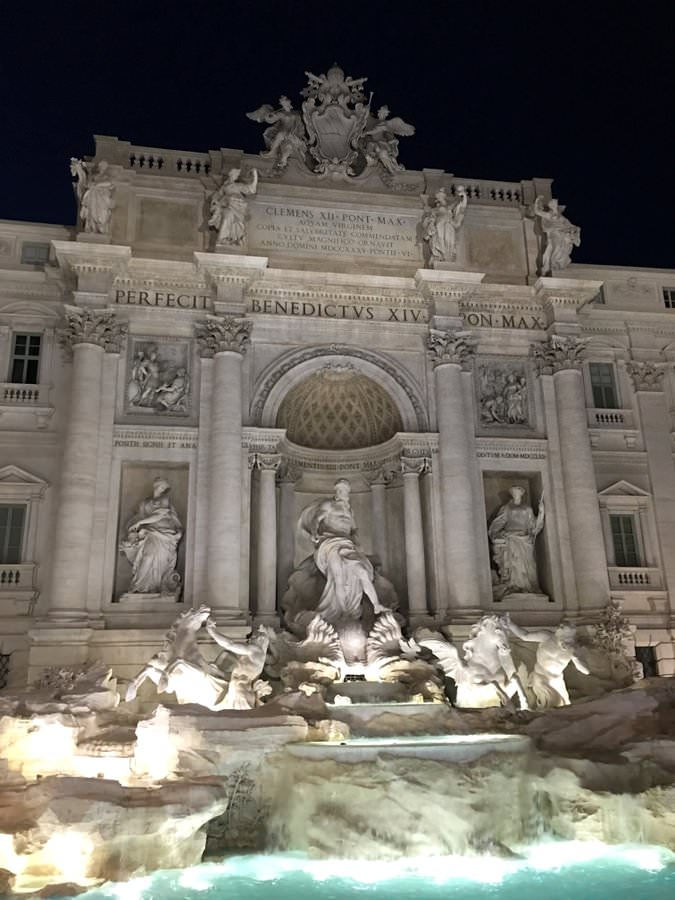 where to stay in rome trevi fountain