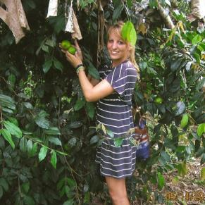 Volunteer inspecting organic fruit in Ecuador