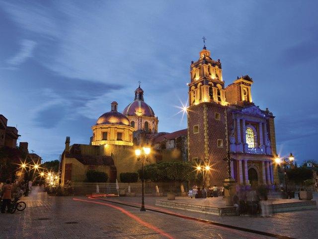 Vista de la Iglesia de Santa María la Asunción en Tequesquitengo, Querétaro