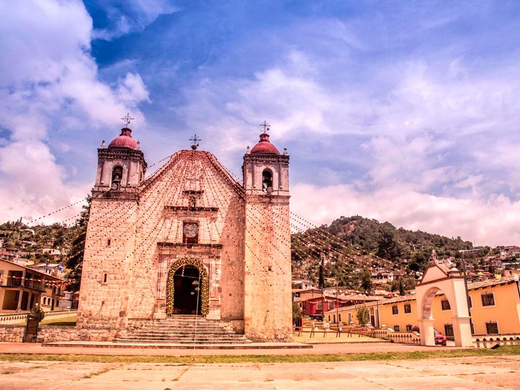 Templo de San Mateo Apóstol en Capulálpam de Méndez, Oaxaca