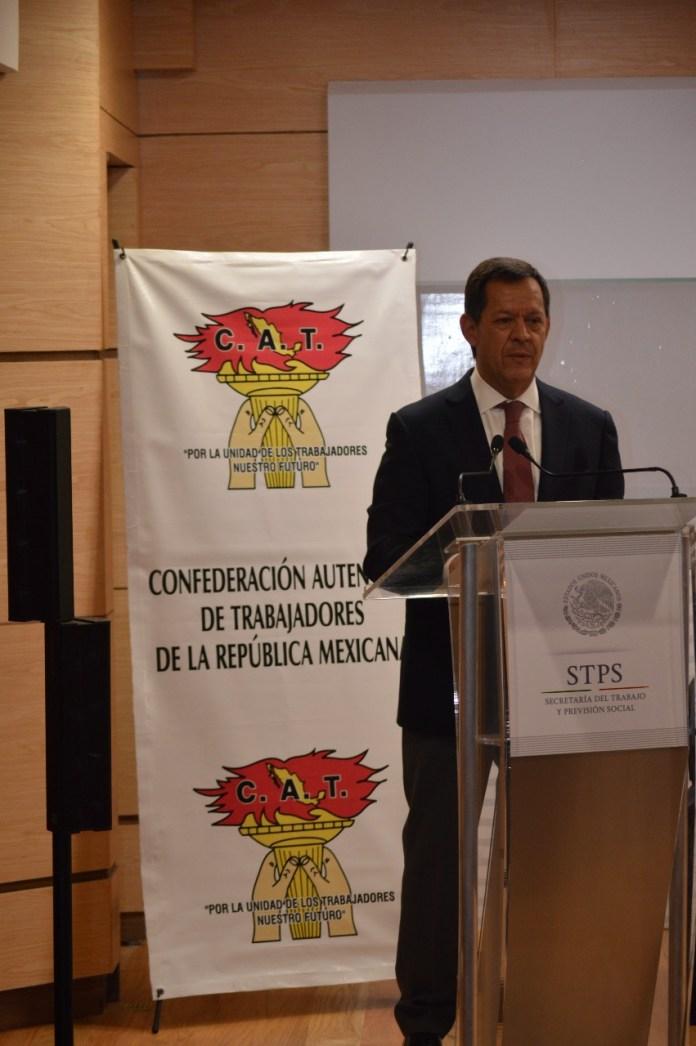 El Secretario del Trabajo, Roberto Campa Cifrián en su intervención durante la toma de nota a dirigencia del cat