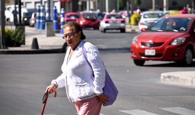Mujer caminando.