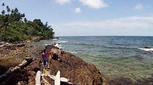 la mer aux pieds du phare