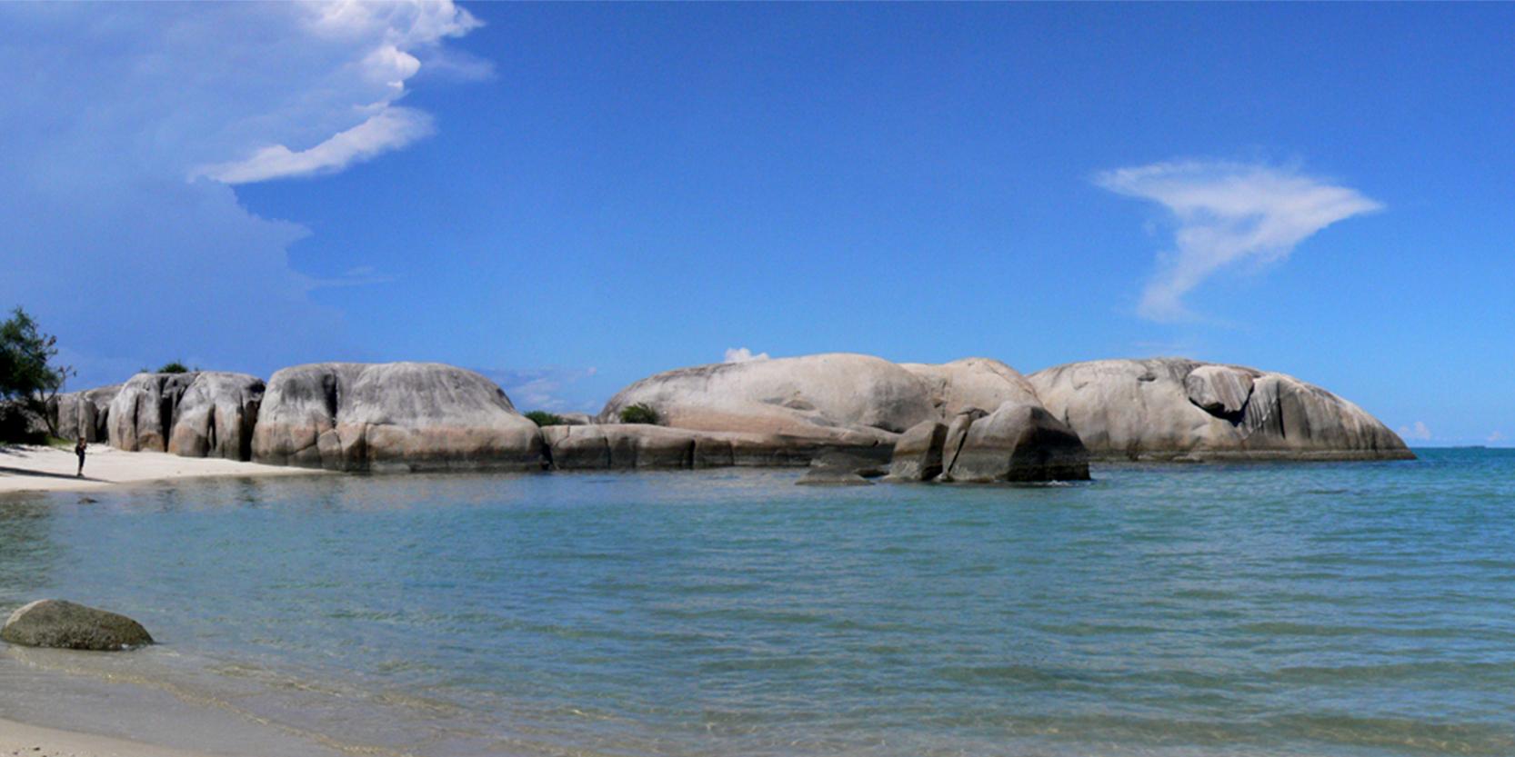 Pantai Penyabong Go Belitung Indonesia