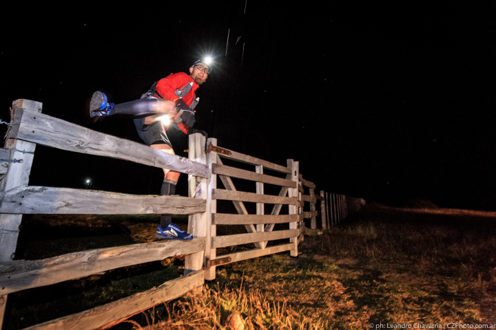 Crossing estancias and crossing fences. Photo by Leandro Chavarria.