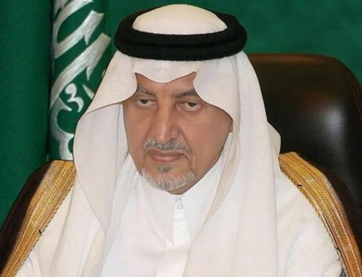 أمير منطقة مكة المكرمة بحضور نائبه يستقبل عدد من المسؤولين في منى