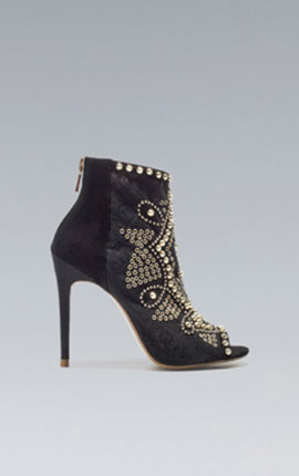 (4) The studded ankle boot for to put the Va Va Voom into Goddess! STUDDED ANKLE BOOT 119.00 EUR at Zara