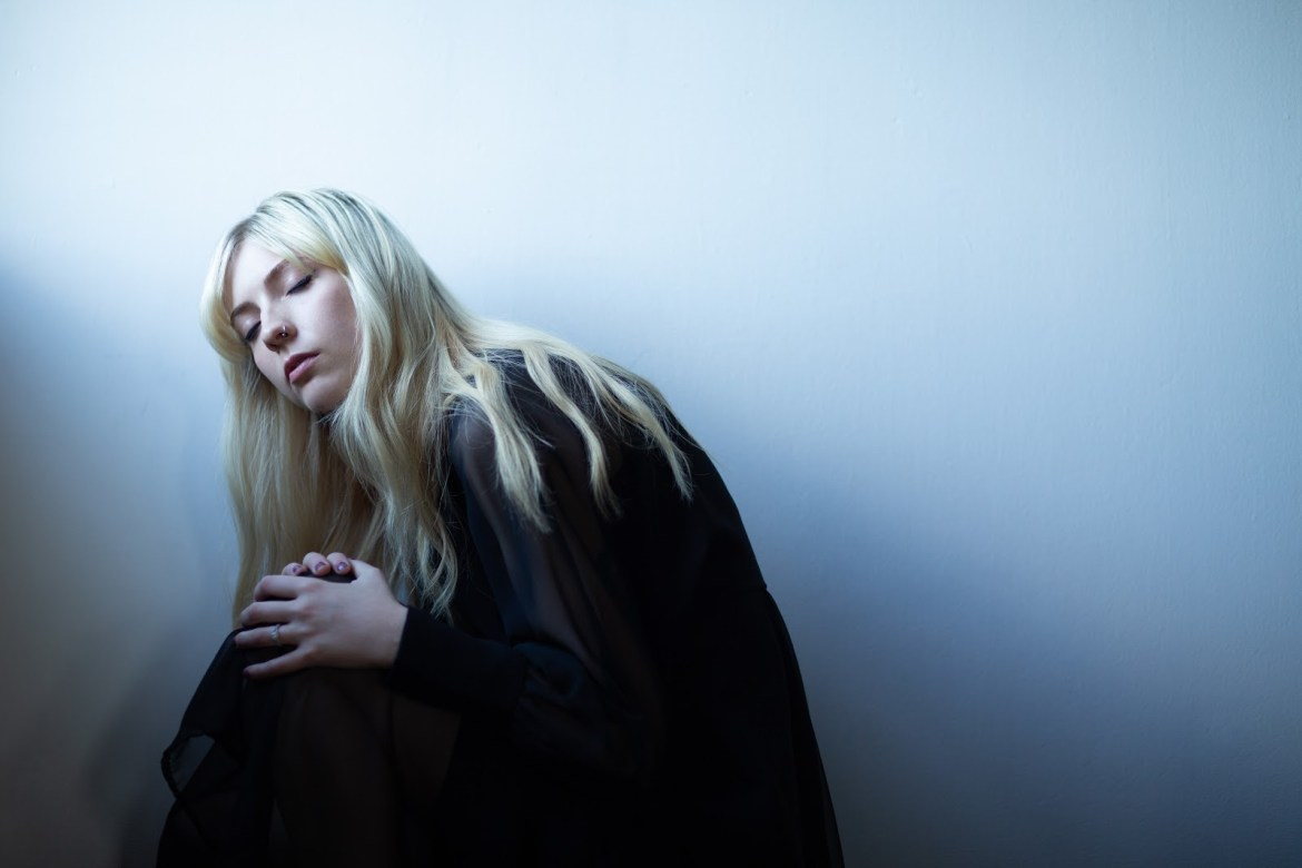 NEWS: Ellis shares haunting and glacial new single 'Embarrassing'