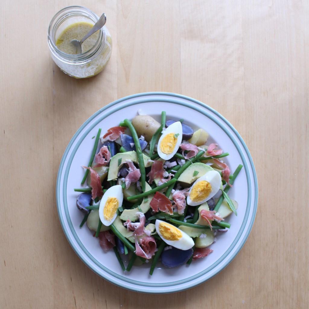 salade liegoise truffelaardappelen ei boontjes avocado patatjes