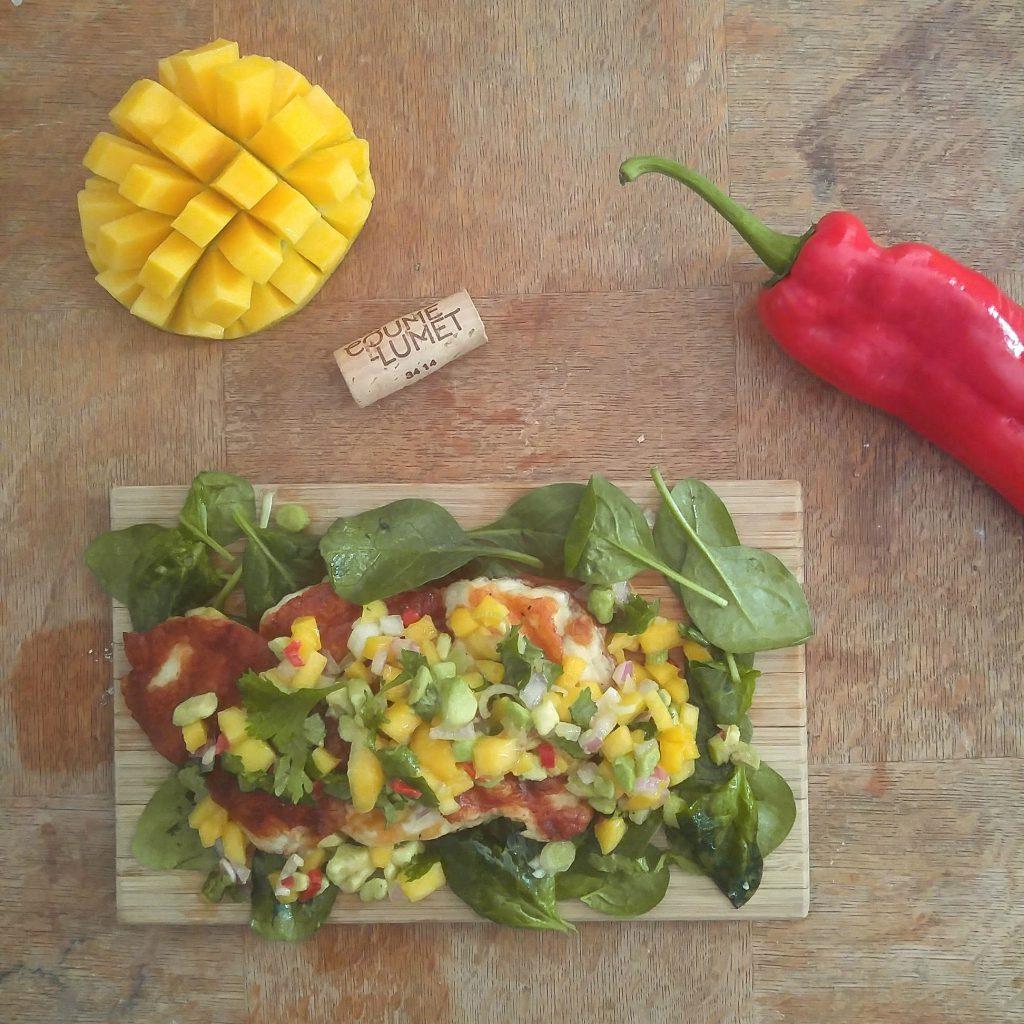 gegrilde halloumi met mango salsa