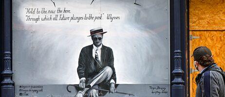 """Wandbild von James Joyce mit einem Zitat aus seinem Roman """"Ulysses"""", ein Paradebeispiel für einen schwer übersetzbaren literarischen Text."""