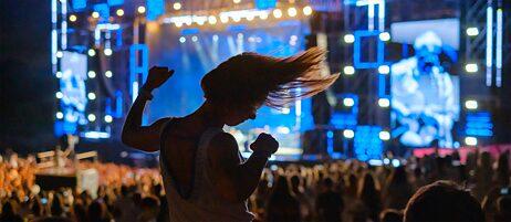 Musikrausch mit Schattenseiten: Open-Air-Festivals verursachen große Mengen an CO2-Emissionen.