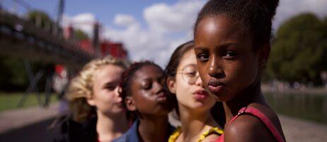 "Ilanah Cami-Goursolas, Esther Gohourou, Médina El Aidi-Azouni, Fathia Youssouf in ""Mignonnes"" (""Die Süßen"" ) von Maïmouna Doucouré"