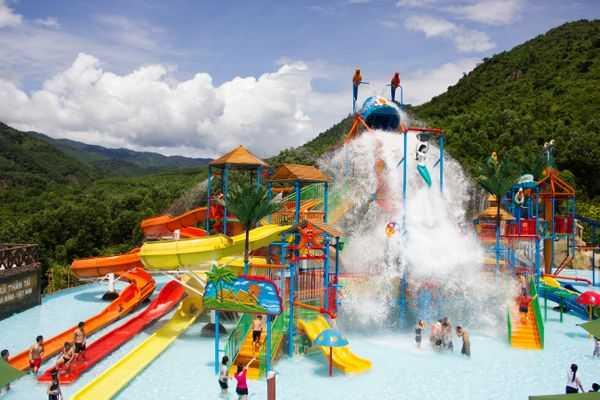 (Vietnam Amusement Parks)