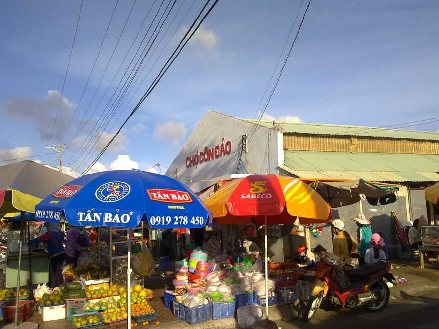 Con Dao Market - A destination not to be missed when you want to buy something.