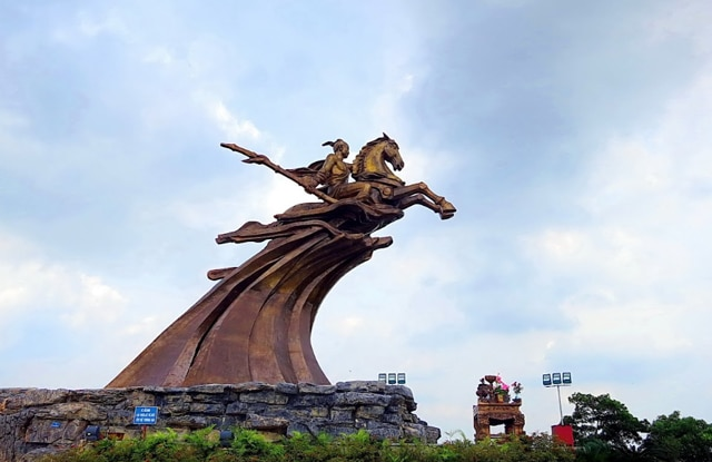 Thanh Giong Monument