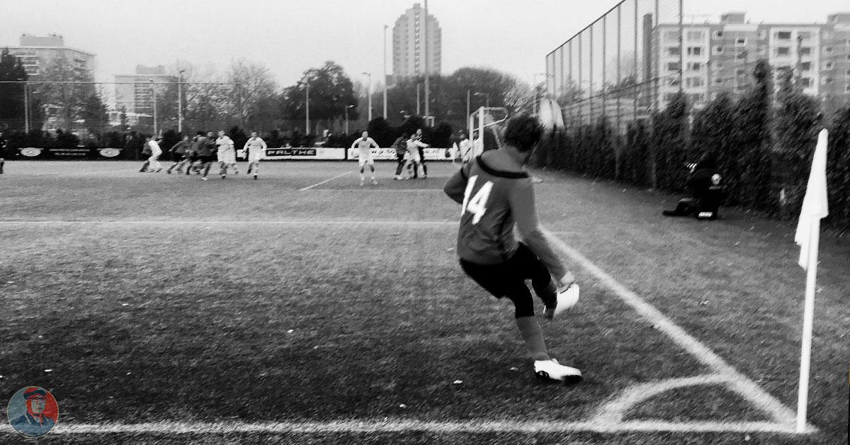 Floris Dokkum Neemt Een Corner Voor AFC Zaterdag 1