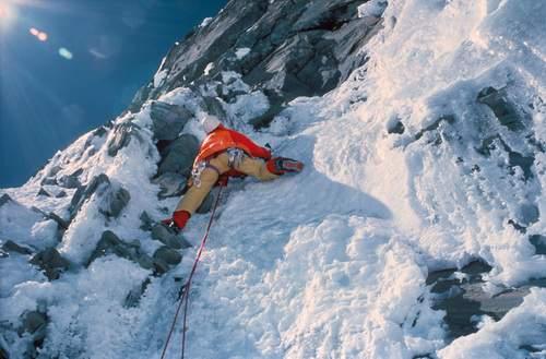 Nil Bohigas nella prima ascensione via dei Catalani parete sud Annapurna, tratto chiave della fascia rocciosa