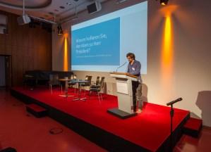 """Maximilian Breger, Universität Siegen referierte über: """"Warum hofieren Sie den Islam so, Herr Präsident?"""" Eine Analyse der Mediendebatte um Wulffs Äußerung 2010""""; Foto: Andreas Reichelt"""