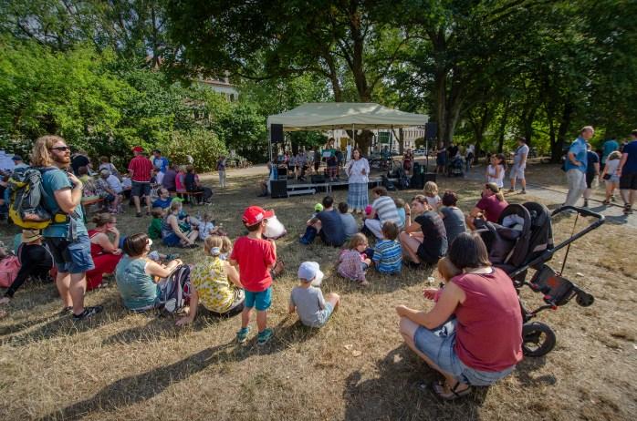 Märchenerzählerin Carla Doerffel beim Sommerfest 2ß18 des Bürgervereins Gohlis e. V.; Foto: Andreas Reichelt