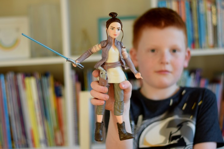 Star Wars Forces of Destiny Rey of Jakku - super poseable action figure