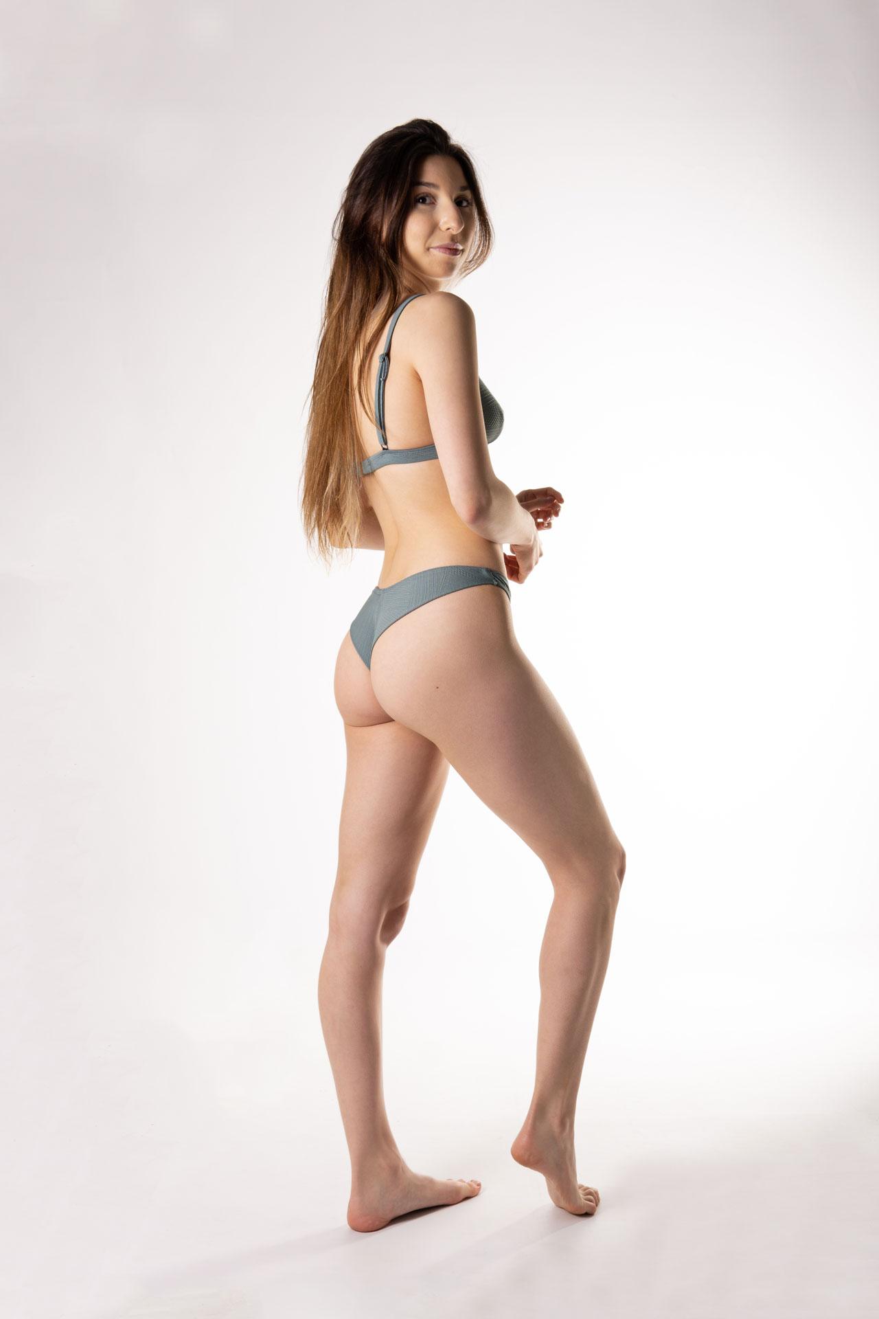 bikini tanga en v
