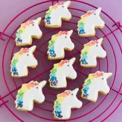 Verzierte Snickerdoodles-Einhorn-Kekse