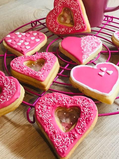 Dekorierte Kekse in Herzform