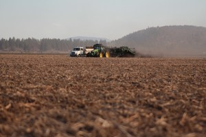 A spud truck getting loaded by a potato harvester in a chipping potato seed field near Klamath Falls, Oregon.