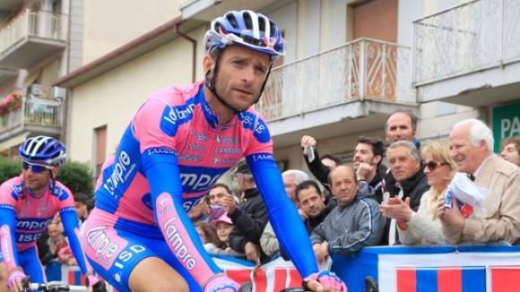 Michele Scarponi in den typischen Lampre-Farben, zu welcher in dieser Saison noch ein Grünton vom neuen Sponsor Merida hinzukommt