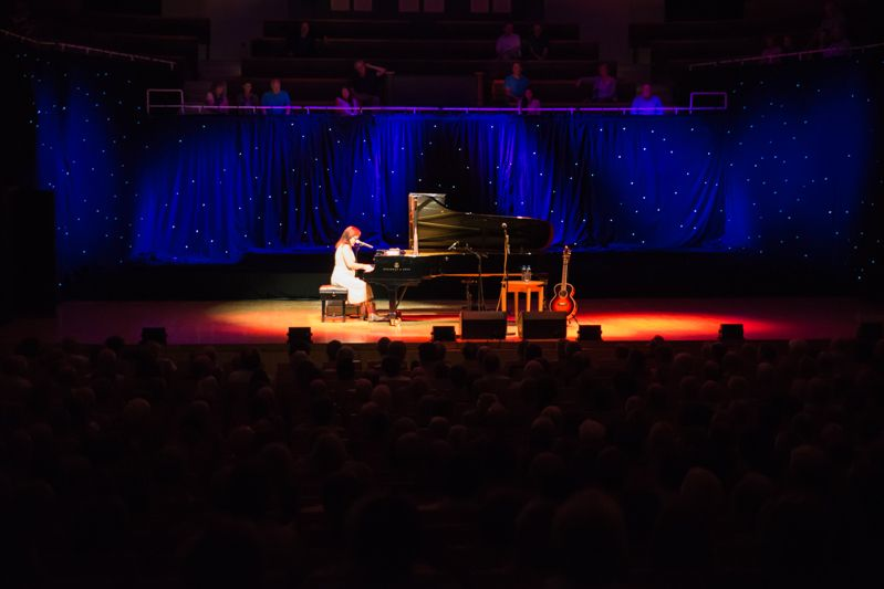 Iris Dement at NCH on 08-08-13 (2)