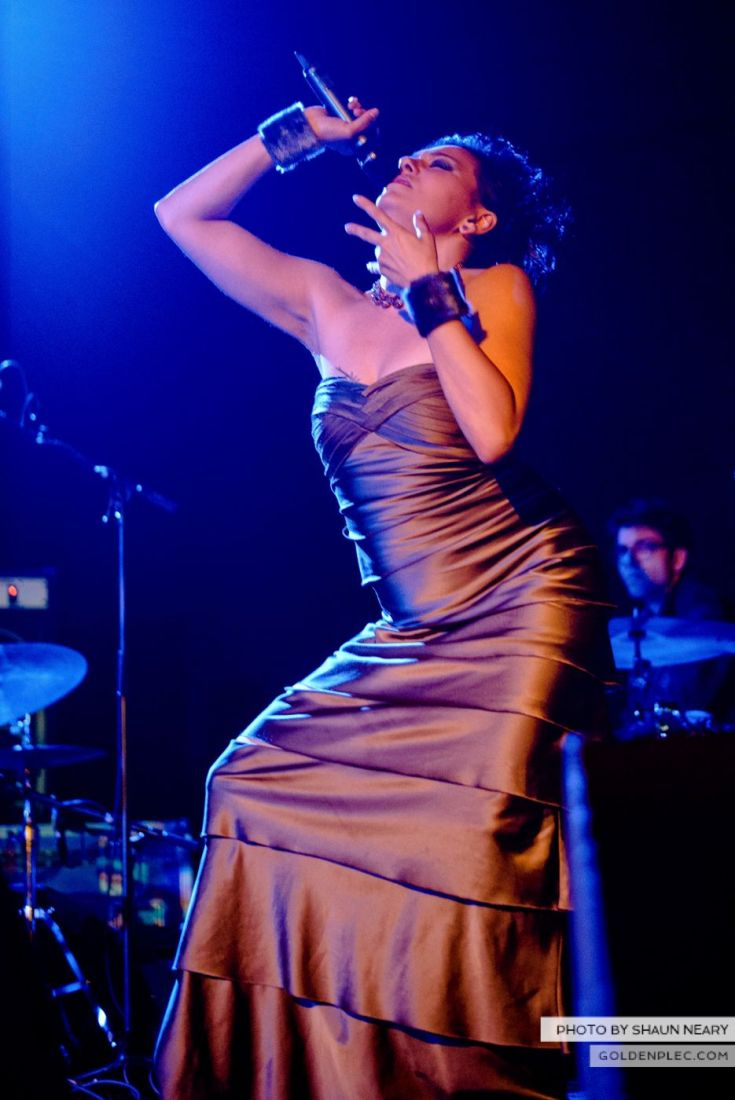 Tanya Tagaq – Meeting House Square, Dublin on September 7th 2014 by Shaun Neary-14