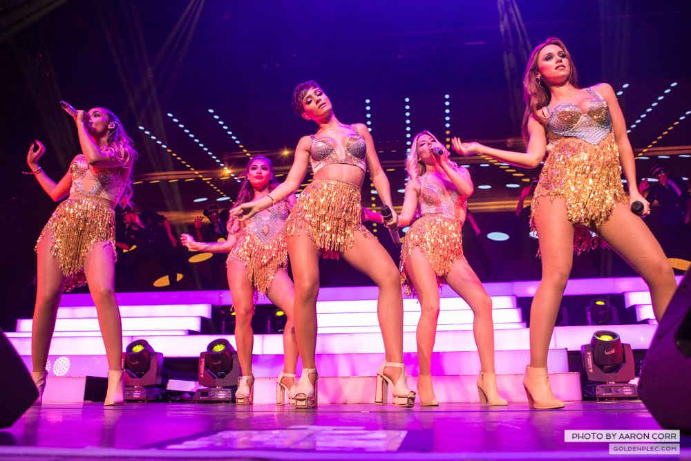 The Saturdays at Olympia by Aaron Corr-11