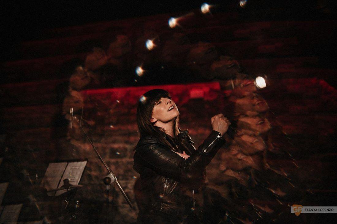 Stephanie Rainey live at Upstairs Dolan's photographed by Zyanya Lorenzo.